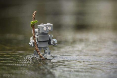 Robot walking on water (2015-10-15-1320)