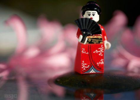 kimono-girl-with-pink-flowers-wm